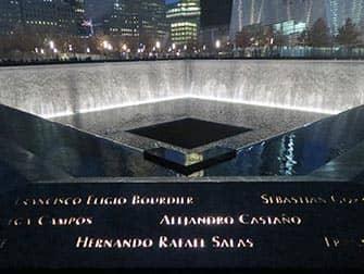 9/11 Memorial am Ground Zero - Bei Nacht