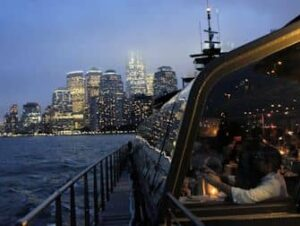 Bateaux Bootstour mit Abendessen in New York