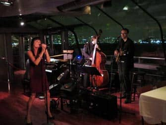 Bateaux Bootstour mit Abendessen in New York - Livemusik