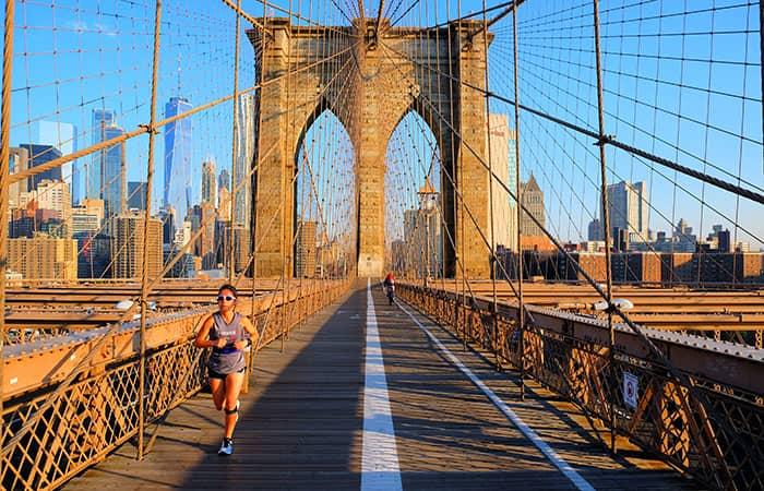 Brooklyn Bridge in New York - Joggen