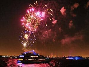 Silvester Bootstour mit Abendessen in New York