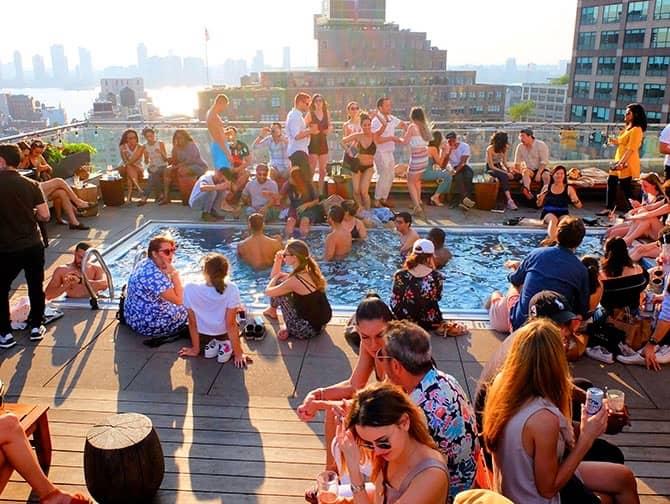 Die besten Rooftop Bars von New York - Pool