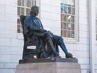 Tagesausflug von New York nach Boston - Statue von John Harvard