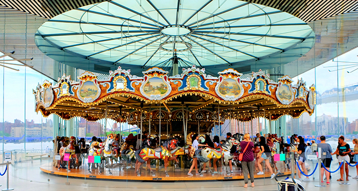 Janes Carousel in Brooklyn - Das Karussell