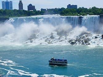 New York zu den Niagarafällen Zweitägiger Ausflug - Bootstour
