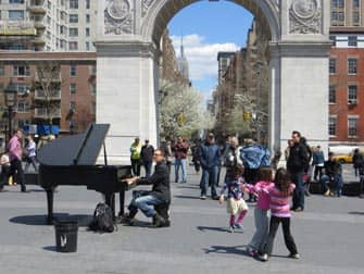 Parks in New York - Livemusik im Washington Square Park