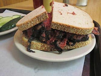 Mittagessen in New York - Pastrami Sandwich