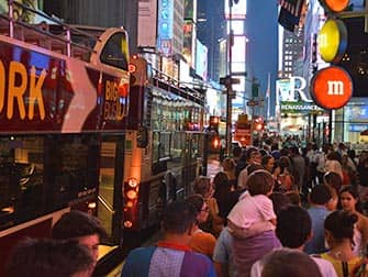 Big Bus in New York Warteschlange