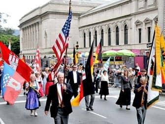 Die German-American Steuben-Parade in New York - Flaggen