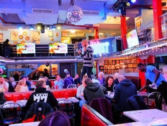 Frühstück in New York - Ellen's Stardust Innen