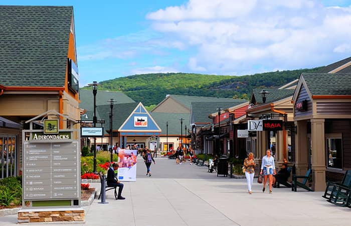Woodbury Common Premium Outlet Center in New York - Shopping