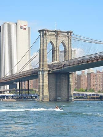 Jetski fahren in New York - Brooklyn Bridge
