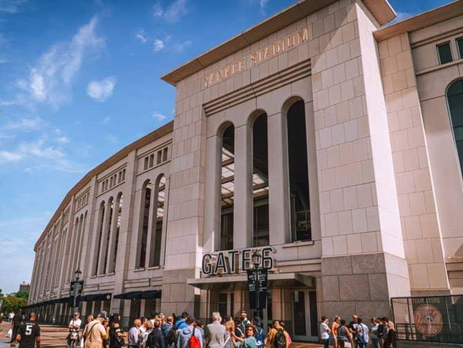 Tour durch Brooklyn, Queens und die Bronx - Yankee Stadium