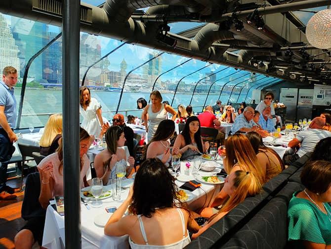 Bateaux Bootstour mit Mittagessen in New York - Mittagessen