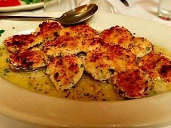 Carmine's Familienrestaurant in New York - Baked Clams