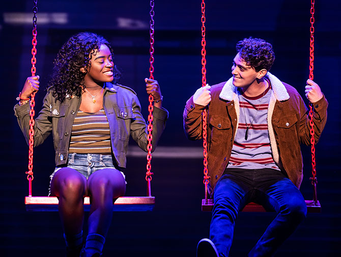 Jagged Little Pill am Broadway Tickets - Auf der Schaukel